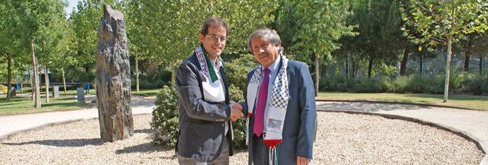 Acto de homenaje y ofrenda floral en reconocimiento a las víctimas palestinas