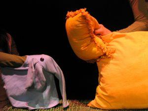 Elefantito y león