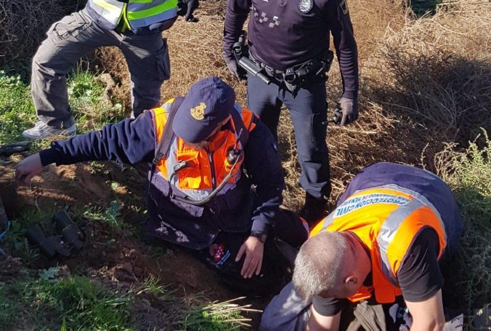 Agentes de Policía Local y voluntarios/as de Protección Civil colaboran en el rescate de un hombre de 82 años desaparecido