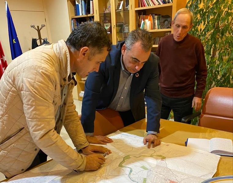 El alcalde atiende las preocupaciones de la Asociación de Agricultores y Ganaderos