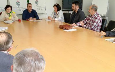 El alcalde se reúne con las asociaciones de mayores para hacerse eco de sus demandas y tender la mano a la colaboración