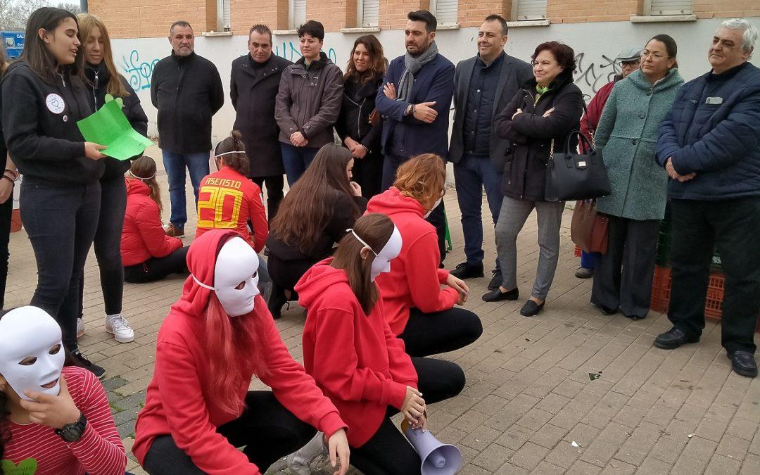 Los/as alumnos/as del Vega del Jarama y del Rey Fernando VI protagonizan una 'performance' para concienciar sobre la importancia de donar sangre