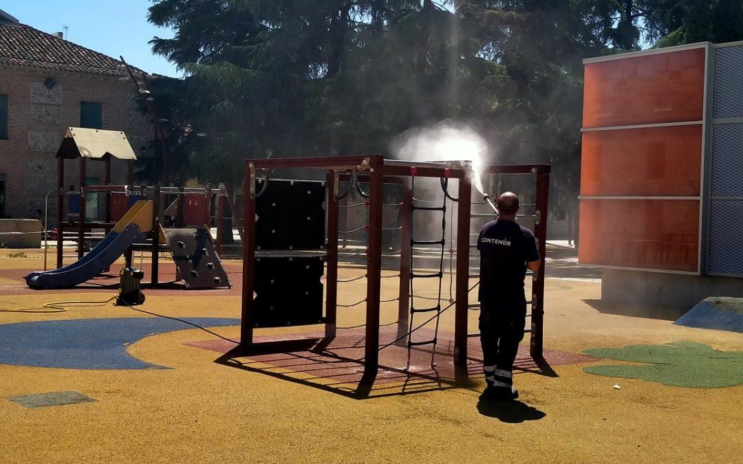 El área de Mantenimiento de la Ciudad emprende un programa de desinfección en todas las áreas de juegos infantiles del municipio