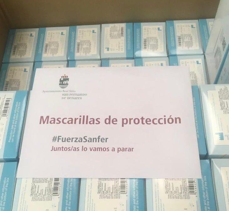 El Ayuntamiento inicia la campaña de distribución de mascarillas que acompaña con teléfonos e información de interés