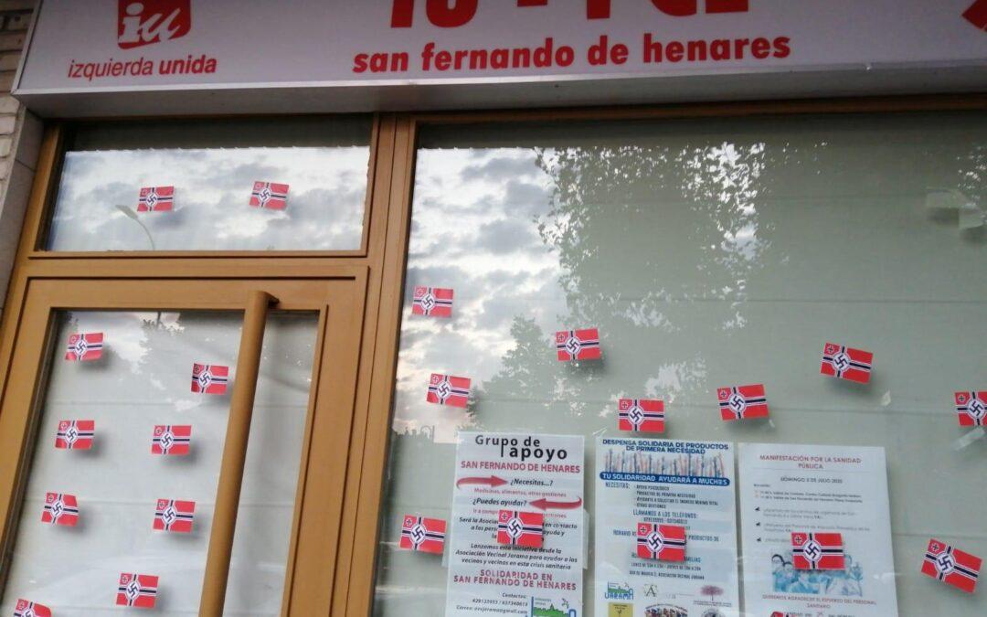 El alcalde de San Fernando de Henares, Javier Corpa, denuncia, públicamente, los actos sufridos en las sedes de IU y PCE y en la fachada frente a la Casa del Pueblo del PSOE