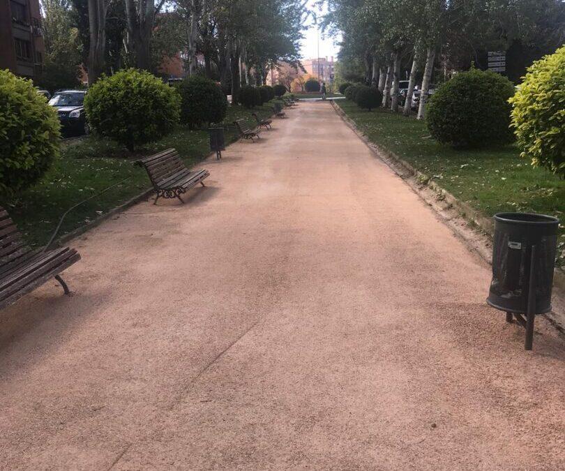 Arrancan los trabajos de mejora y adecuación de los caminos de los bulevares y de las zonas terrizas en varios parques