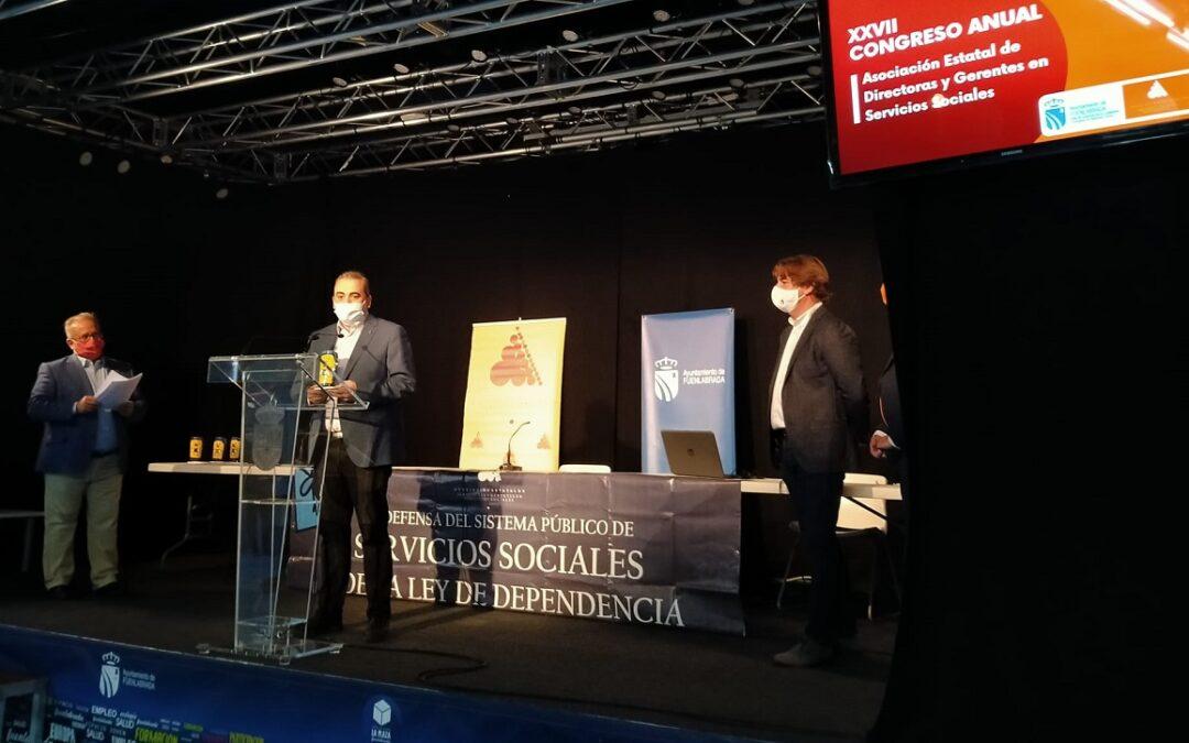 El alcalde de San Fernando de Henares, Javier Corpa, recoge el premio otorgado por la Asociación Estatal de Directoras y Gerentes de Servicios Sociales