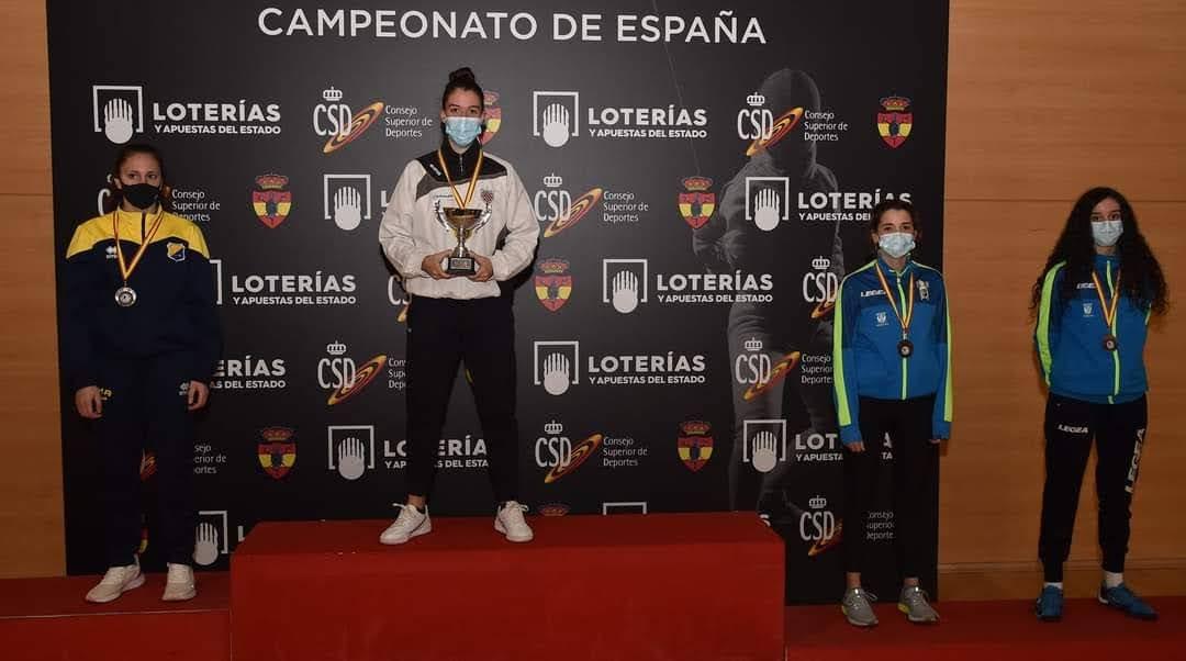 Las campeonas de esgrima y vecinas de San Fernando de Henares, María y Eva Ventura, vuelven a cosechar importantes éxitos en los Campeonatos de España
