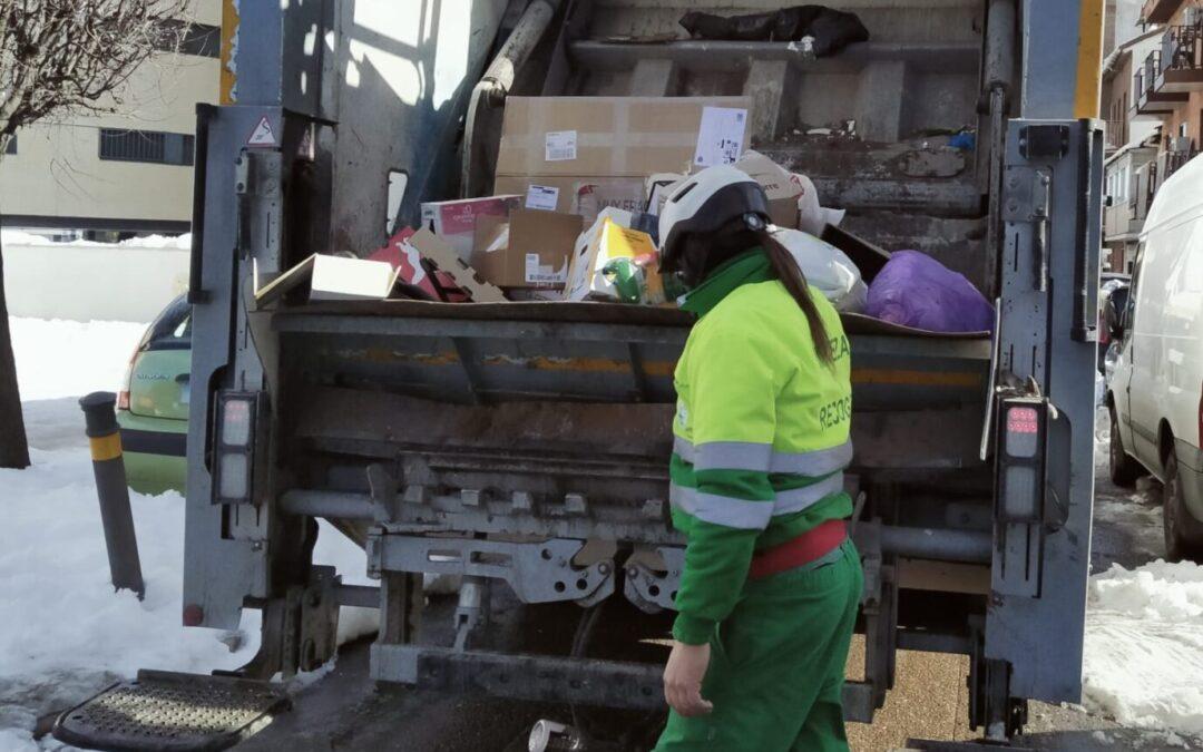 El servicio de recogida de residuos sólidos urbanos llega al 100 por 100 de la ciudad