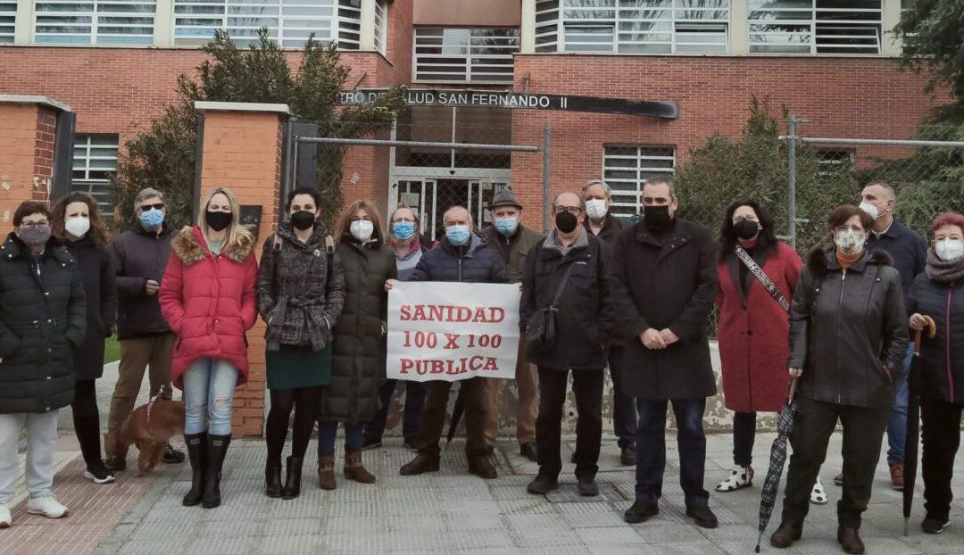 El alcalde, Javier Corpa, vuelve a denunciar los recortes aplicados por la Comunidad de Madrid en la sanidad junto a representantes de la Plataforma en Defensa de la Sanidad Pública, y no se descarta emprender nuevas acciones reivindicativas conjuntas