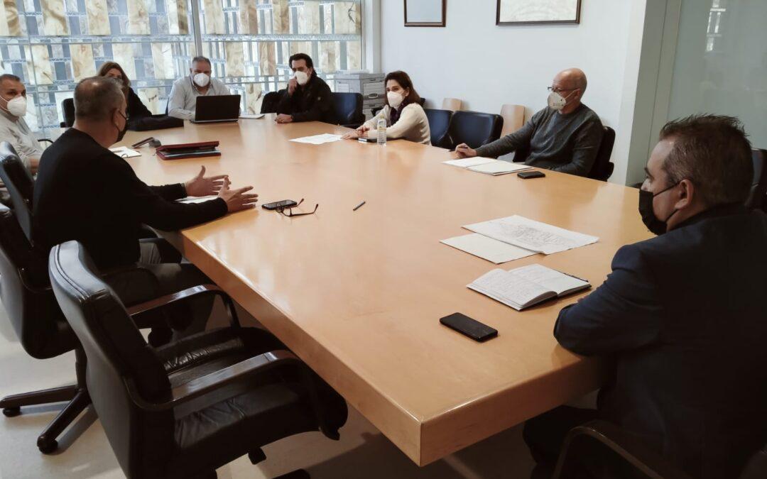 El alcalde, Javier Corpa, se reúne con los/as representantes del mercadillo y acuerdan nuevas medidas que entrarán en vigor a partir del próximo viernes