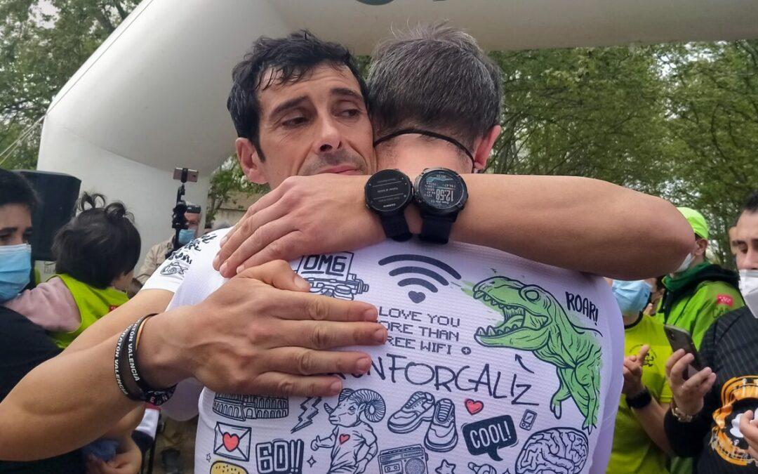 Fernando Cáliz conquista su reto: correr 200 kilómetros durante 24 horas para visibilizar el Párkinson