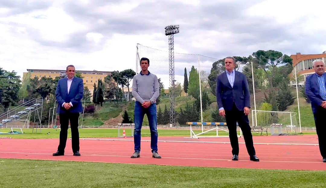 El corredor Fernando Caliz Carretero recibe un merecido reconocimiento por parte del Secretario de Estado para el Deporte, José Manuel Franco