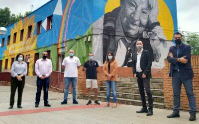 Adrián y Carlos sellan el proyecto 'SanferCambia' en el Centro SocioCultural 'Gloria Fuertes' y en el Teatro 'Federico García Lorca' con dos impresionantes y coloridos murales
