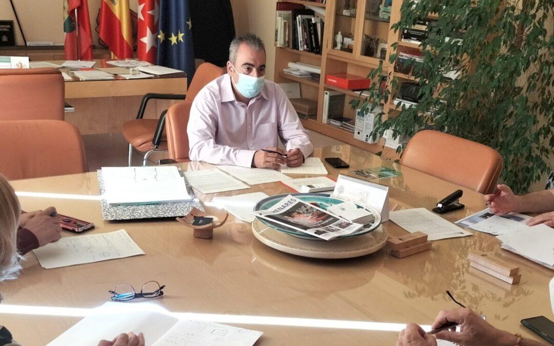 El alcalde de San Fernando de Henares, Javier Corpa, mantiene una nueva reunión con UGT y CC.OO, y con AEDHE para seguir avanzando con el Pacto Local por el Empleo