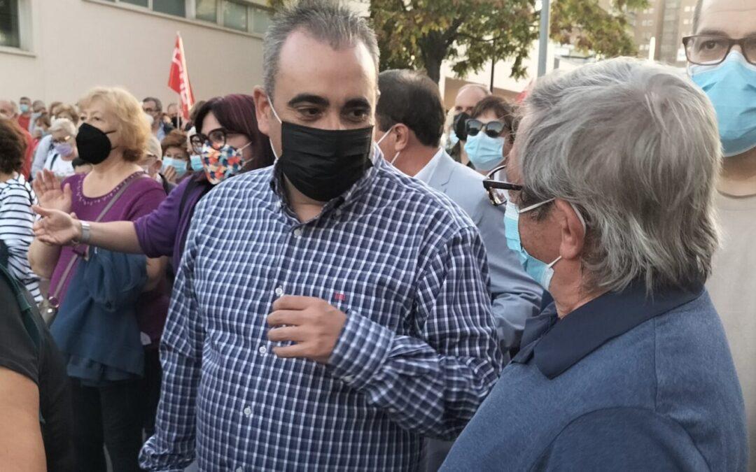 El alcalde de San Fernando de Henares, Javier Corpa, se sumó a la manifestación convocada por la Plataforma en Defensa de la Sanidad Pública, que contó con apoyo masivo